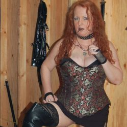 MzVIXEN-Inside the Dungeon of a Professional Dominatrix
